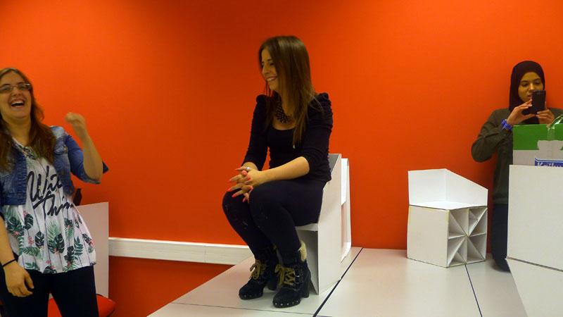Diseño de Interiores han participado en el diseño de sillas de cartón