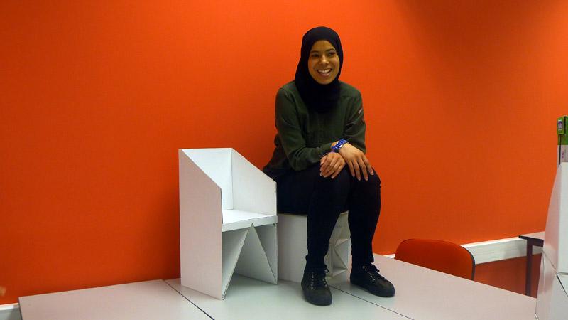 Mouna Tajer, alumna de Diseño de Interiores durante la práctica