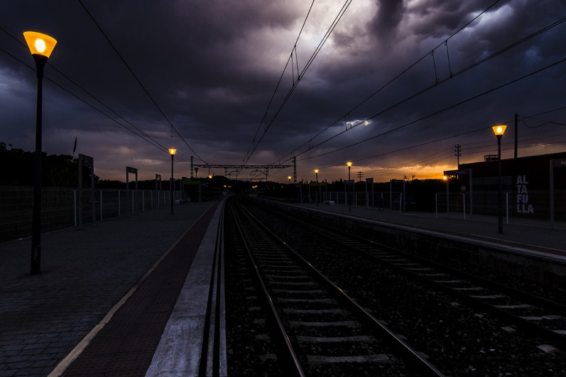 vias del tren en altafulla