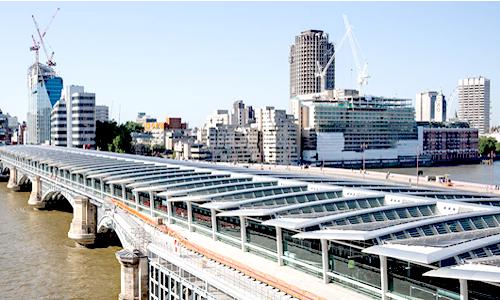 Blackfriars ostenta el título de ser el mayor puente generador de energía solar del mundo