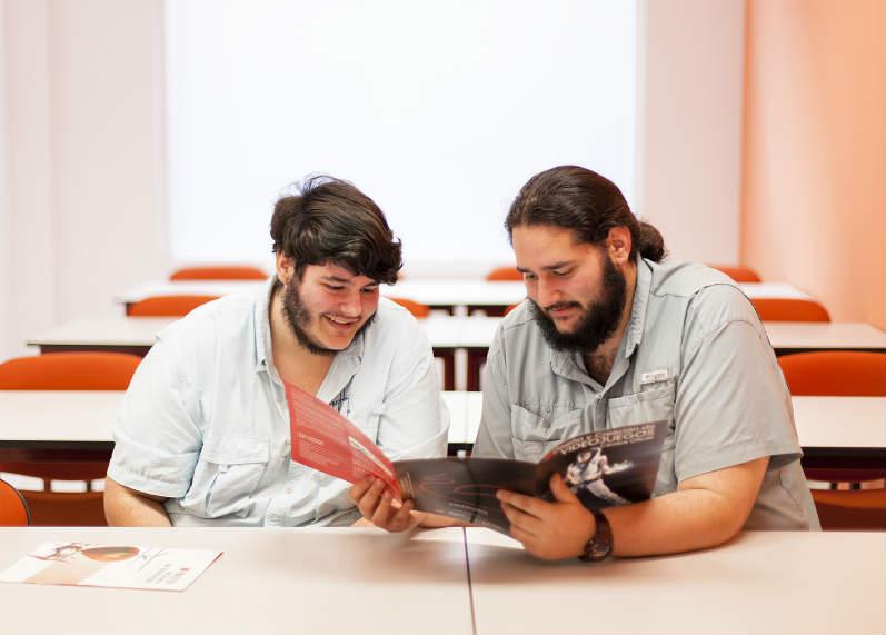 Roberto y humberto acea de venezuela a pamplona para for Donde estudiar diseno de interiores en madrid