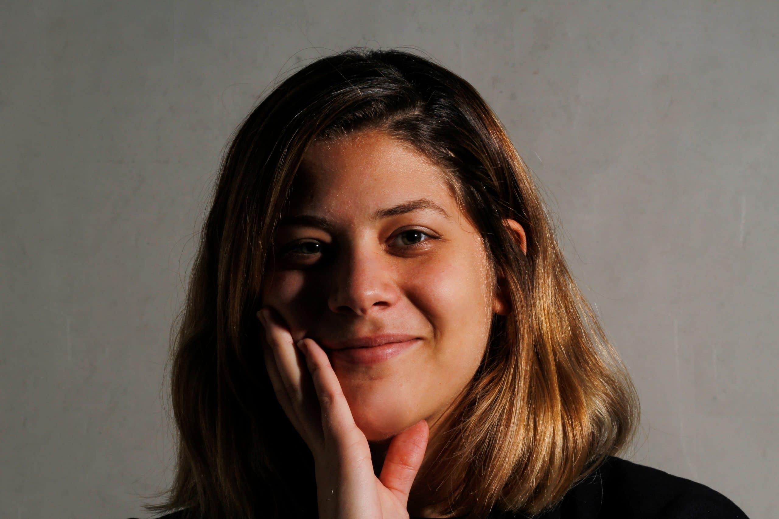 la alumna de diseño gráfico pamela finalista en el concurso nacional etiquetanews