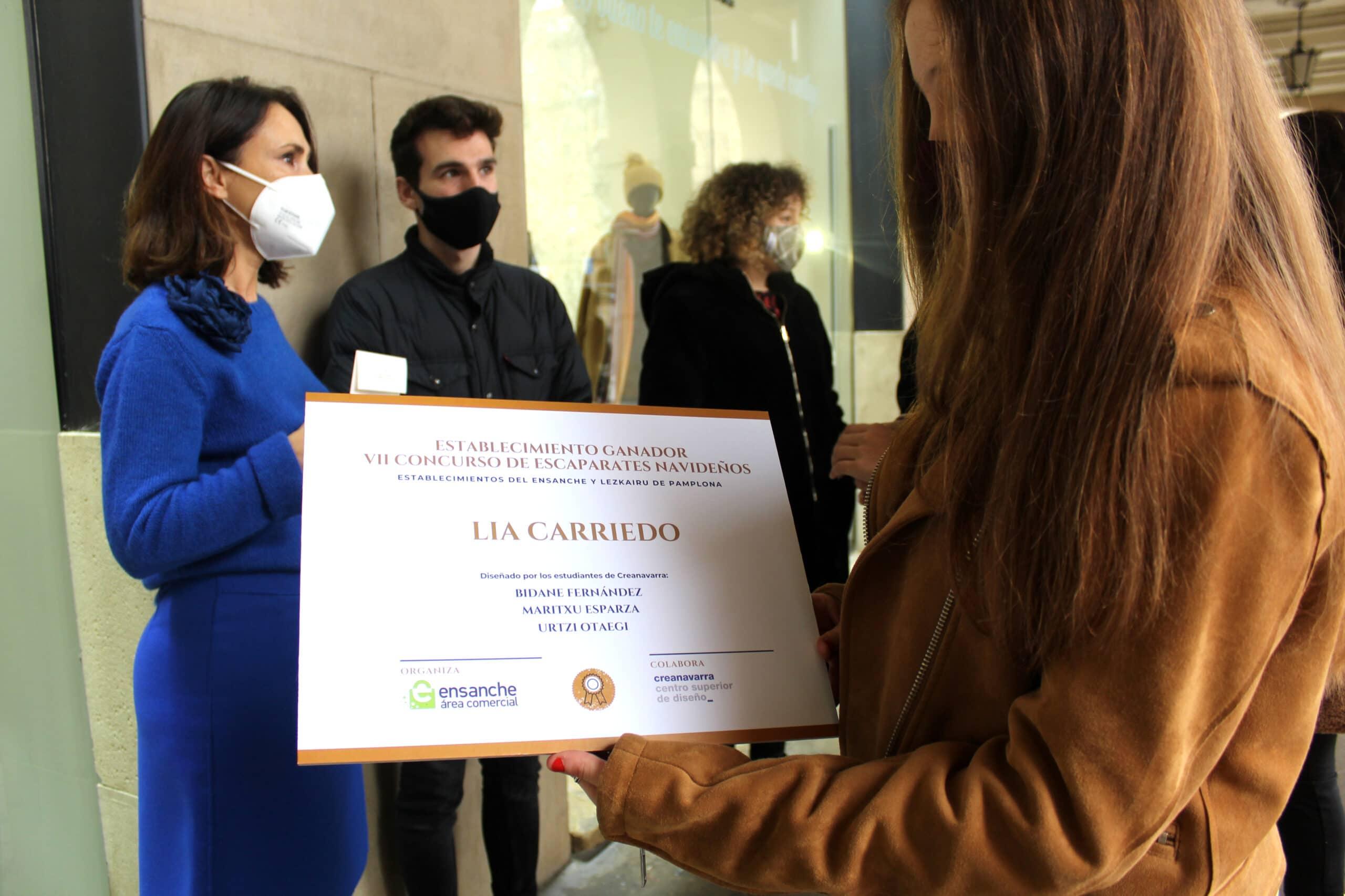 el escaparate lia carriedo diseñado por alumnado de creanavarra ganador del vii concurso escaparates navideños