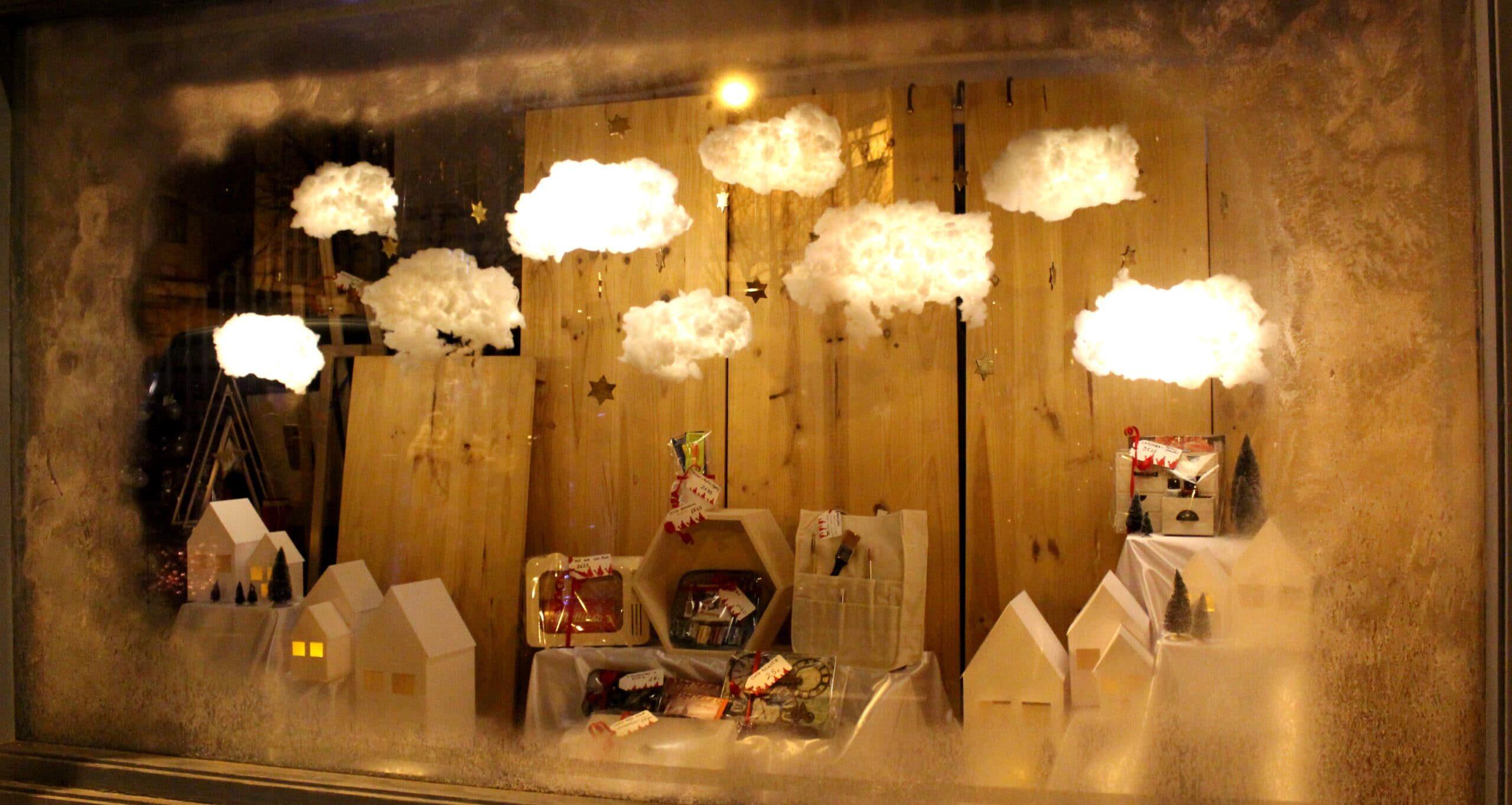 escaparates diseñados por alumnado de creanavarra decoran los comercios del ensanche de pamplona