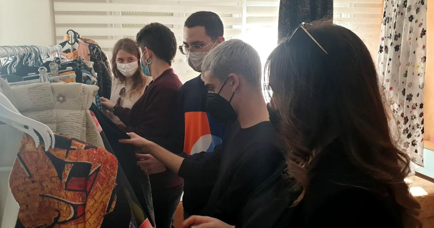 El alumnado de Diseño de Moda visita el Taller de la coordinador de Moda Helene de Miguel