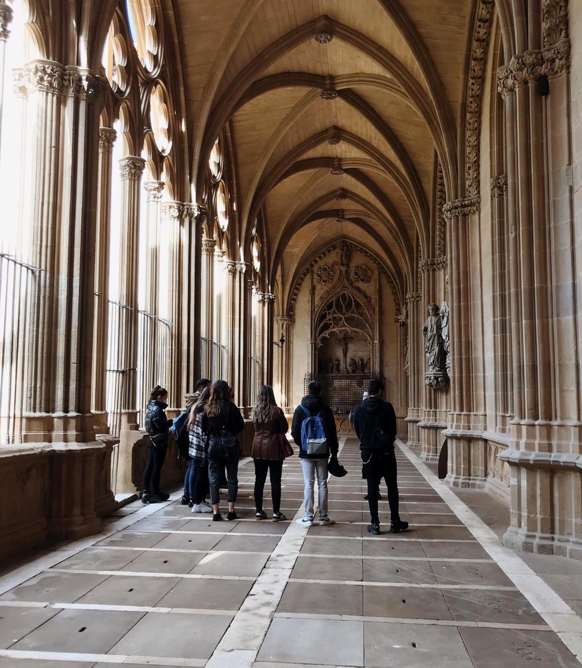 Visita a la catedral del Pamplona y la exposición Occident por el alumnado de Creanavarra